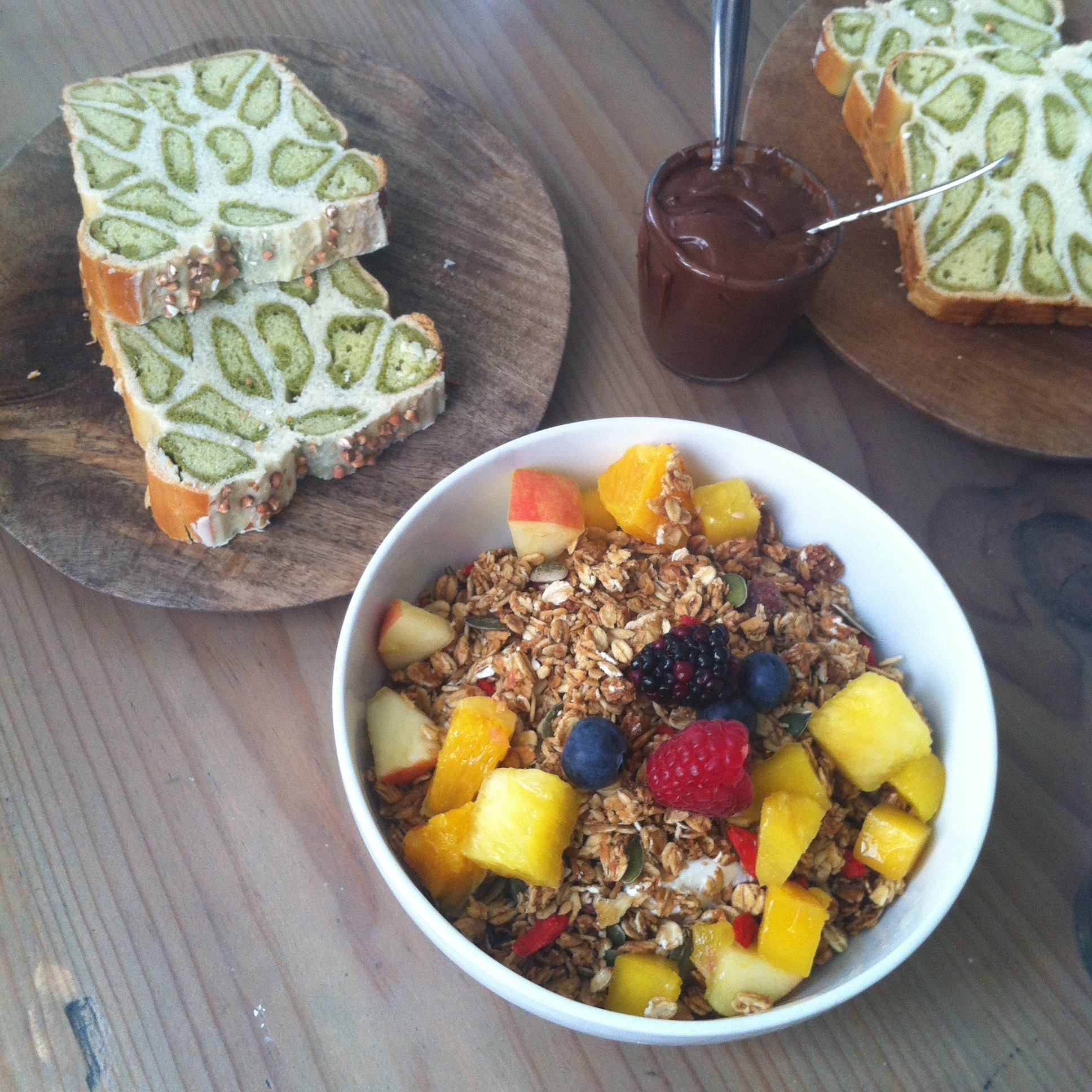 Muesli bowl & Matcha cake - SEASON Paris