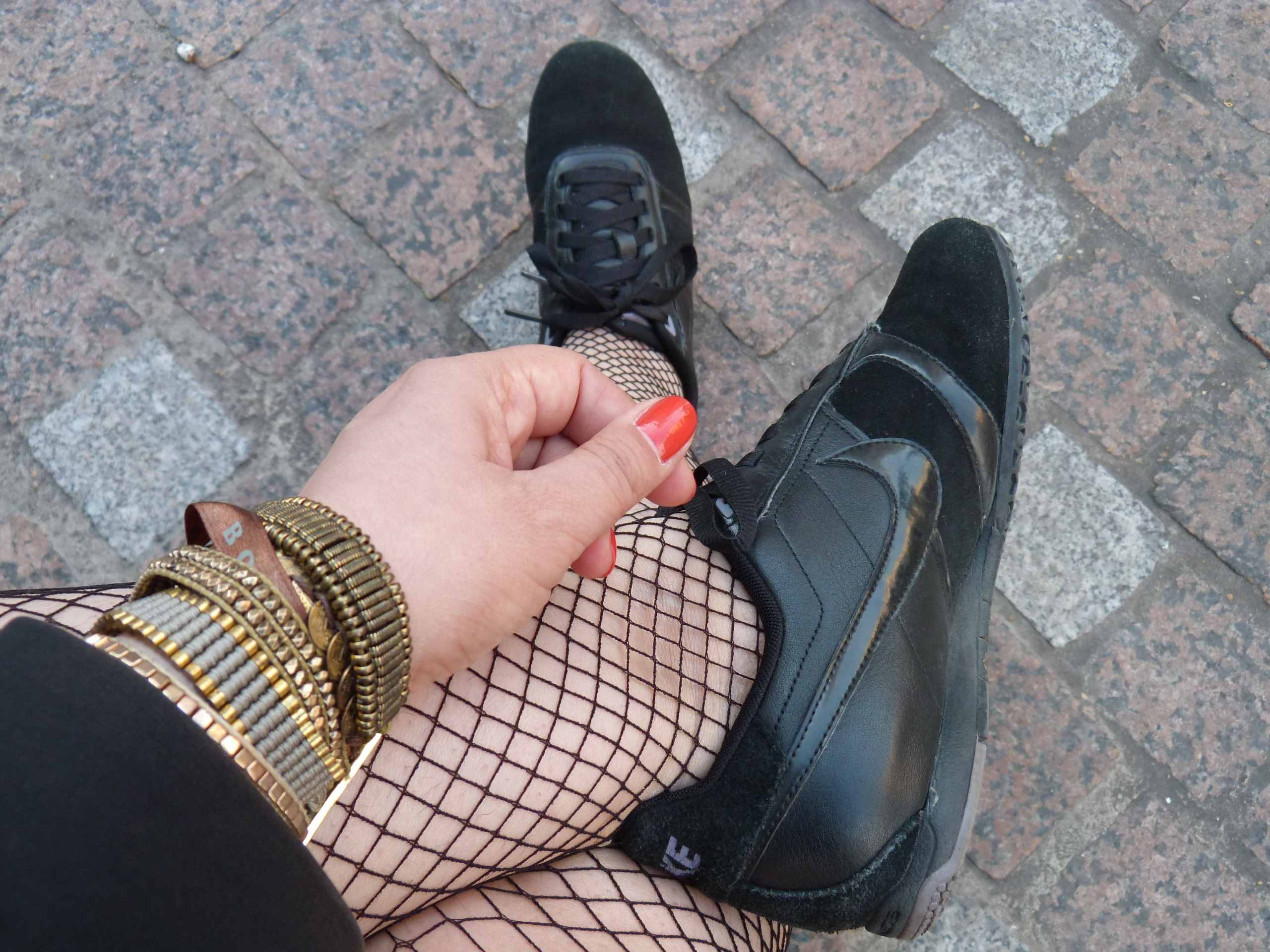 Nike sneakers & Fishnets