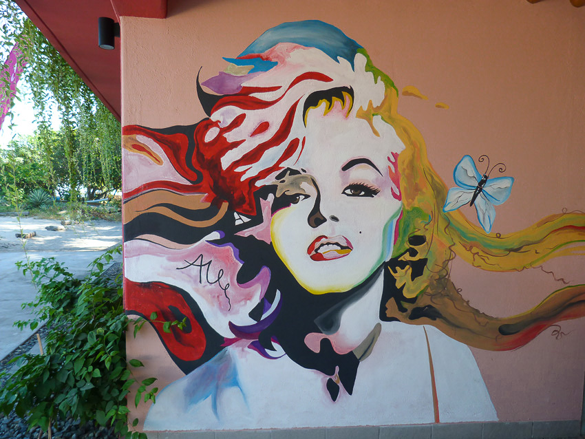 PinkCoco Gili Air - Marilyn wall