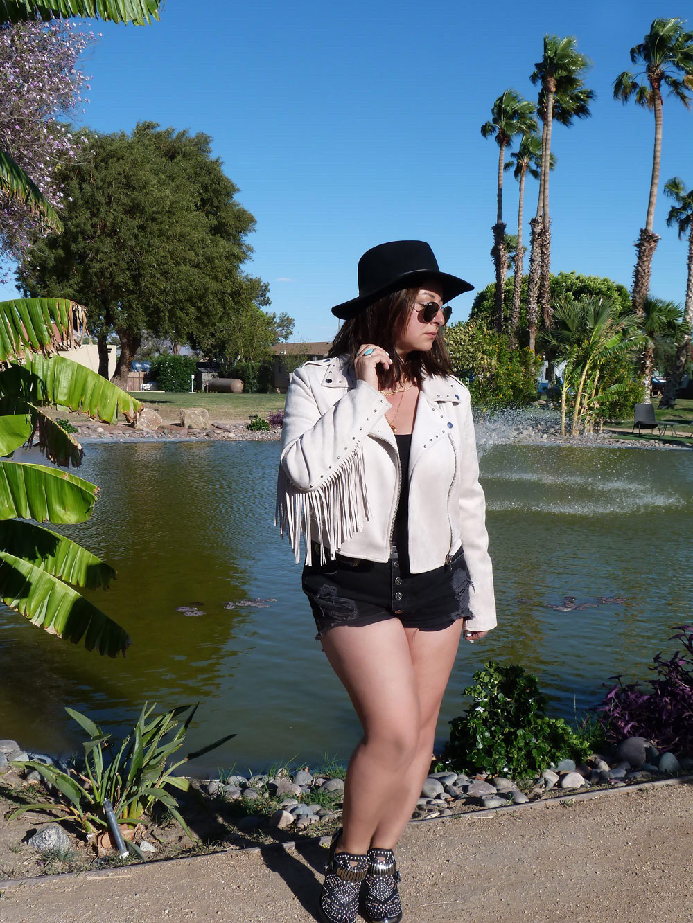 Coachella-Day1-The-Trendy-Style-8B